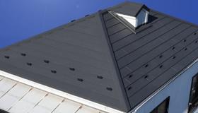 軽量で断熱性に優れた金属屋根素材のガルテクトの画像